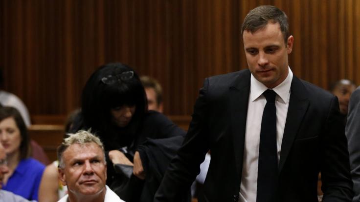 Mark Batchelor (unten links) beim Gerichtsprozess gegen Oscar Pistorius.
