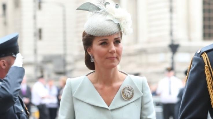 Knapp drei Monate nach der Geburt ihres dritten Kindes Prinz Louis zeigte sich Kate Middleton wieder gertenschlank in der Öffentlichkeit. (Foto)
