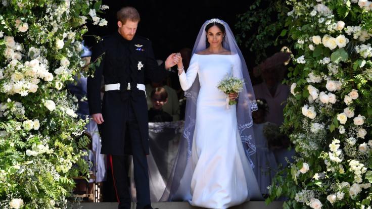 Das Brautkleid von Meghan Markle, die im Mai 2018 Prinz Harry heiratete, wurde von Givenchy entworfen.