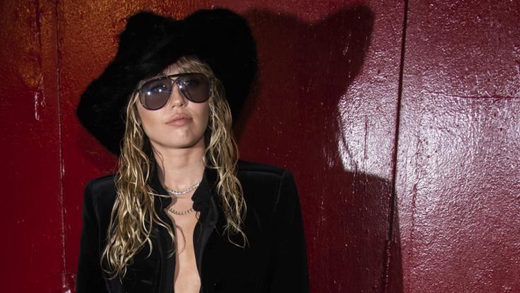 Miley Cyrus trauert um ihren Fan. (Foto)