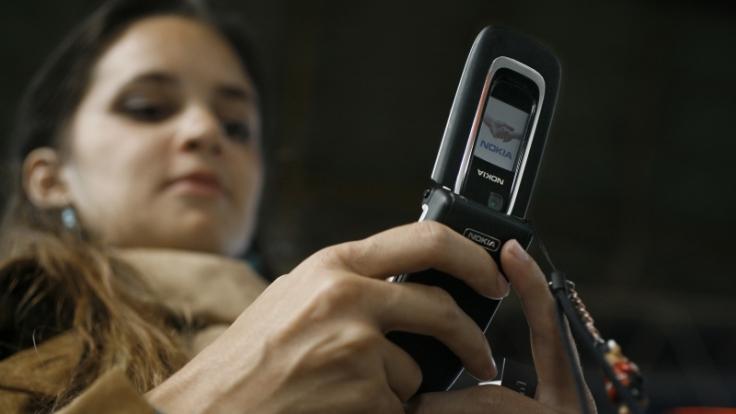 Grüße per SMS, ein Video vom UMTS-Handy - nichts geht mehr ohne elektromagnetische Strahlung. (Foto)