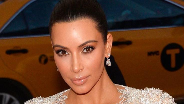 Kim Kardashian heizt ihren Fans ein. (Foto)
