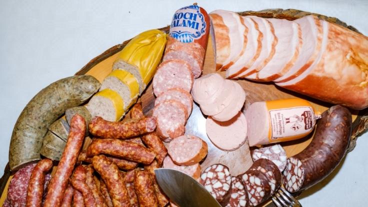Mit Tricks lassen Fleischer altes Fleisch wieder frisch aussehen. (Symbolbild)