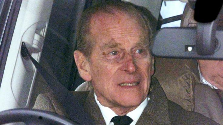 Prinz Philip scheint der schwere Autounfall sichtbar zugesetzt zu haben.