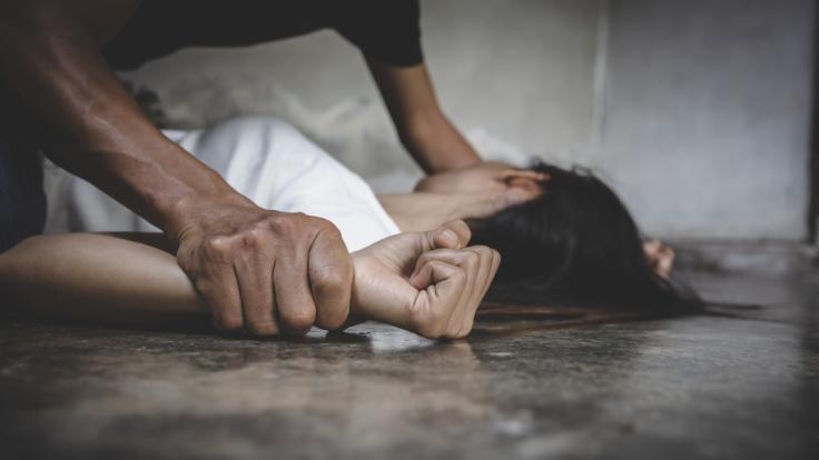 In Schottland wurde eine Frau so heftig vergewaltigt, dass sie vermutlich nie wieder Kinder bekommen kann. (Symbolbild) (Foto)