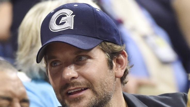 Auch Schauspieler Bradley Cooper hat Amors Pfeil eiskalt erwischt. (Foto)