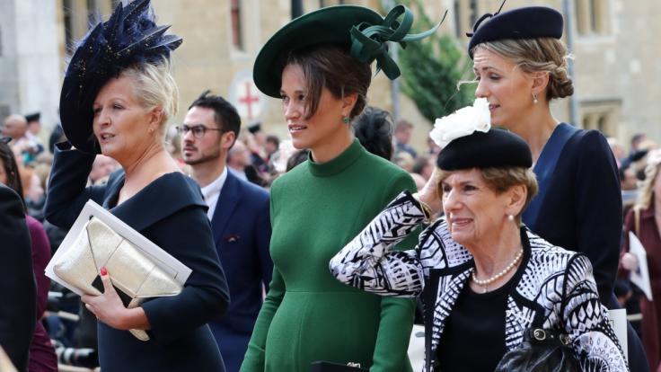 Bereits bei der Hochzeit von Prinzessin Eugenie am 12.10.2018 war Pippas Babybauch kaum zu übersehen. (Foto)