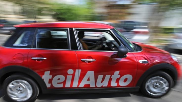 """Ein Mini des Carsharing-Anbieters """"Teilauto"""" in Leipzig (Sachsen). Carsharing kann auch privat angeboten werden, sollte aber zuvor genau geprüft werden. (Foto)"""