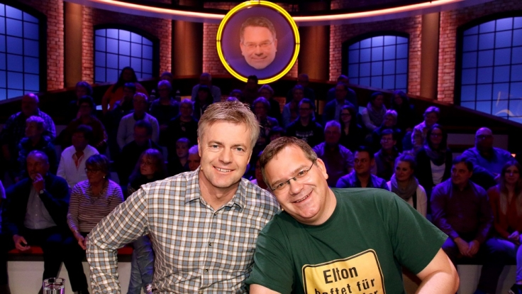 Sport-Moderator Tom Bartels und Elton bilden ein Rateteam.