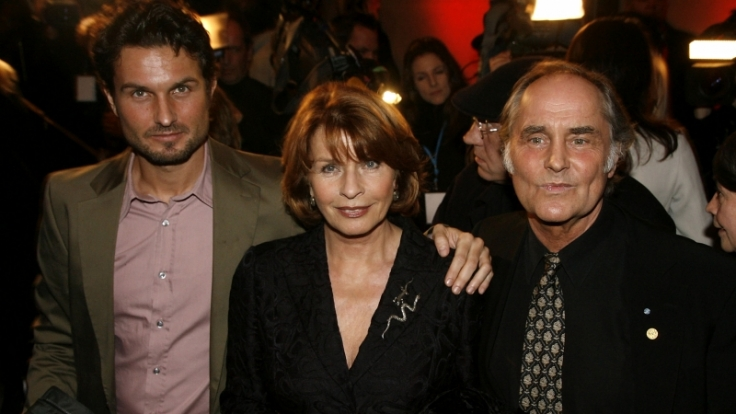 Simon Verhoeven (links) ist Schauspieler und Regisseur - wie seine Eltern Senta Berger und Michael Verhoeven. (Foto)