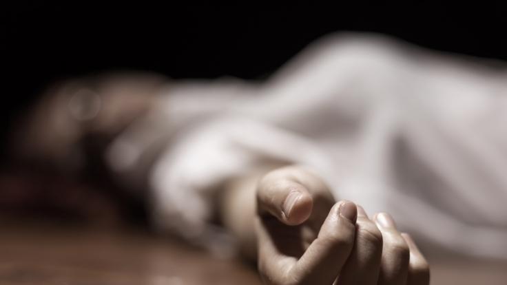 In Perth entdeckten Polizisten die Leiche einer Frau in Frischhaltefolie gewickelt in einem Kofferraum. (Foto)