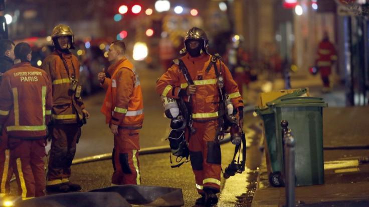 Bei einem Großbrand in Paris kamen mindestens acht Menschen ums Leben.