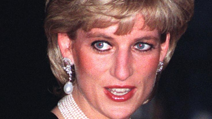 Freunde schlugen vor, dass Prinzessin Diana beim Sex Camilla-Perücken trägt.