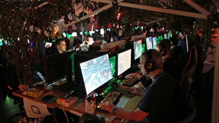 So mancher Computerspielefan dürfte davon träumen, seinen Lebensunterhalt als professioneller eSport-Gamer zu bestreiten - doch wie wird man eSports-Profi? (Foto)