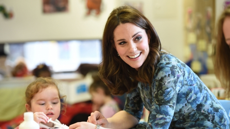 Kate Middleton trägt ihr Lieblingskleid des Labels Seraphine.