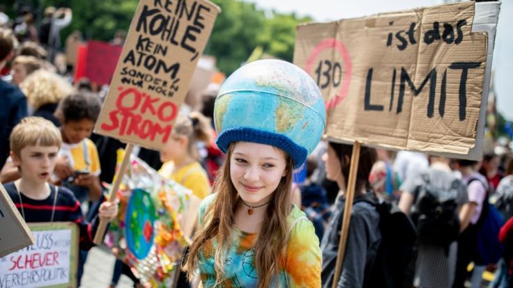 Während das Klimakabinett tagt, sind Schüler wieder auf der Straße. (Symbolbild) (Foto)
