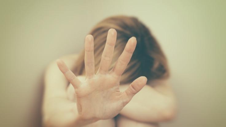 Die Frau filmte ihre eigene Vergewaltigung.