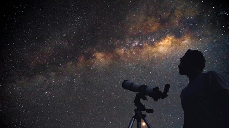 Der Sternenhimmel hält für Hobbyastronomen im Juli jede Menge Highlights bereit.