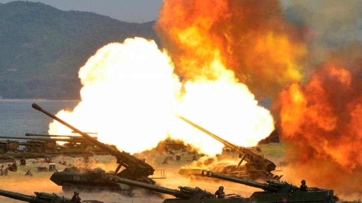 Erschreckende Bilder: Schießübungen in Nordkorea anlässlich des 85. Jahrestages der Gründung der nordkoreanischen Armee. (Foto)