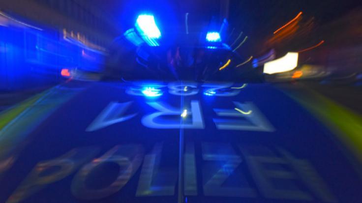 Bei einem Unfall mit einem Sportwagen sind in Stuttgart zwei Menschen gestorben - der Unfallfahrer sitzt in U-Haft (Symbolbild).