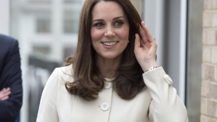 Herzogin Kates mittlere Finger sind beinahe gleich lang. (Foto)