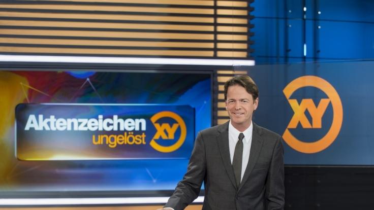 """Rudi Cerne bittet die Zuschauer bei """"Aktenzeichen XY... ungelöst"""" um Mithilfe bei ungeklärten Kriminalfällen. (Foto)"""