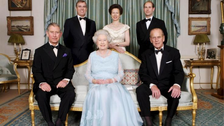 Nach dem Tod von Prinz Philip (vorn rechts) wird dessen Titel Herzog von Edinburgh innerhalb der Familie weitervererbt. (Foto)