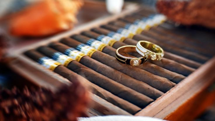 Mit einer Krebs-Lüge versuchte ein Frau in GB sich für ihre Hochzeit Geld zu erschleichen.