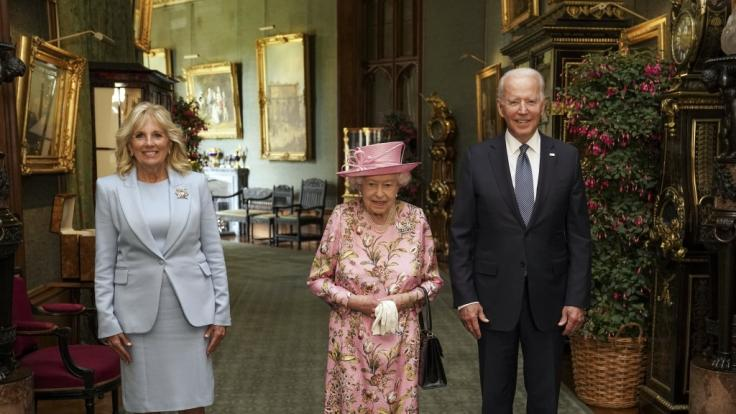 Queen Elizabeth II. sendete beim G7-Gipfel in Cornwall eine geheime Botschaft an Prinz Harry und Meghan Markle. (Foto)
