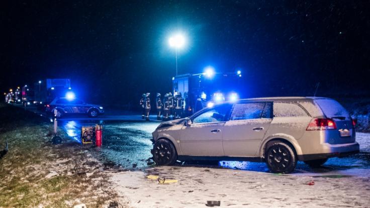Eine 24 Jahre alte Autofahrerin verunglückte bei einem Unfall in Baden-Württemberg tödlich. (Foto)