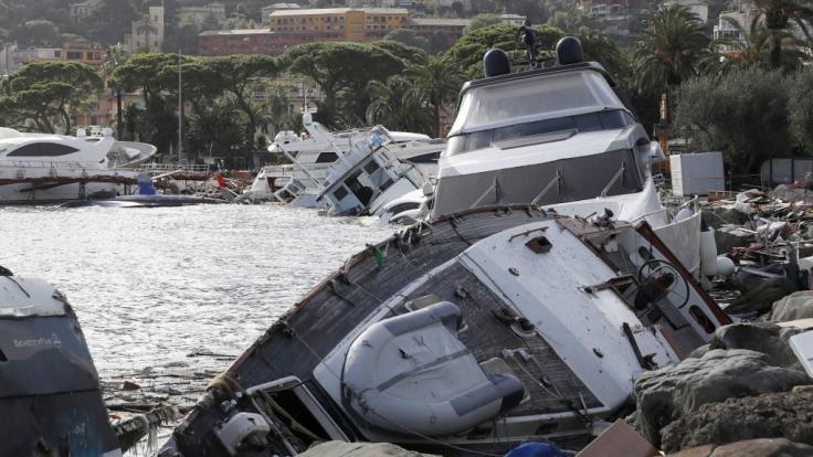 Ende Oktober wurden bei heftigen Unwettern Boote in Italien an Land gespült.