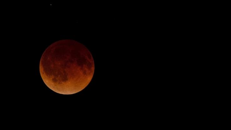 So beeindruckend war der Blutmond am 15. April in Wichita, Kansas, USA zu sehen.