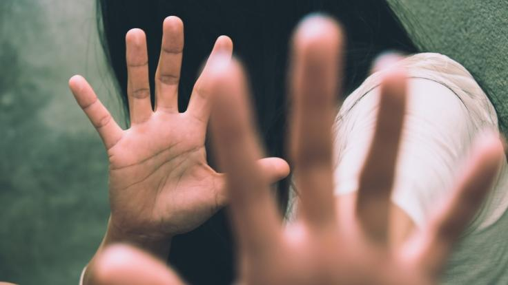 Eine junge Frau wurde in Indien zwölf Tage lang immer wieder vergewaltigt - von ihrem eigenen Verlobten und dessen Freunden (Symbolbild).