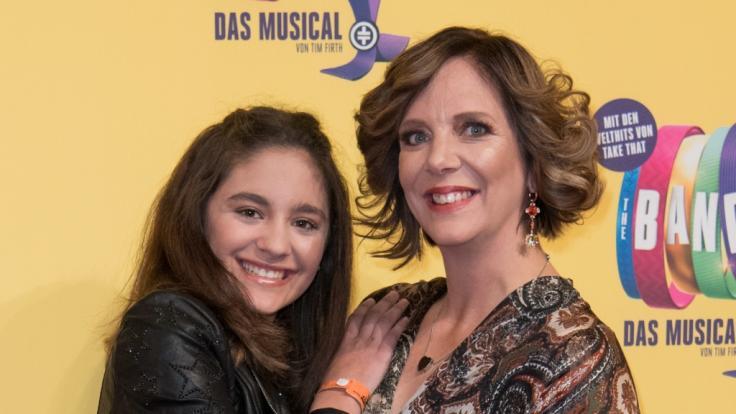 Daniela Büchner und Tochter Jada bei der Deutschlandpremiere des Musicals