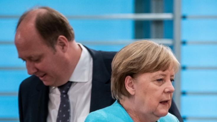 Die Corona-News von Montag. In Anbetracht der steigenden Infektionszahlen fordert das Kanzleramt schärfere Corona-Regeln. (Im Bild: Bundeskanzlerin Angela Merkel und Kanzleramtchef Helge Braun) (Foto)