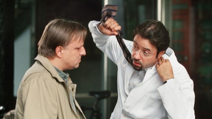 Boerne (Jan Josef Liefers, r.) macht es für Thiel (Axel Prahl) mal wieder ganz anschaulich.
