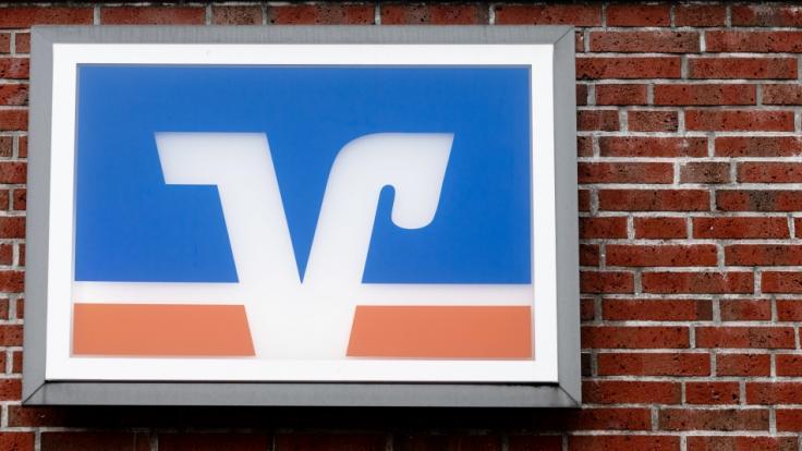 (Symbolbild): Die erste Volksbank erhebt ab einen Euro Strafzinsen auf Privatkonten. (Foto)
