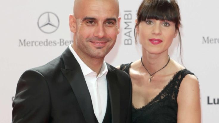 Bayern-Trainer Pep Guardiola mit seiner Frau Cristina am 14.11.2013 bei der 65. Bambi-Verleihung. (Foto)