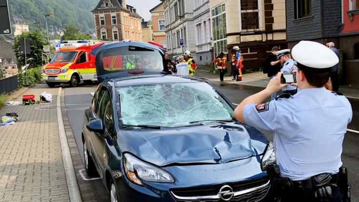 Bei einem Verkehrsunfall in Altena im Märkischen Kreis sind am Freitagnachmittag mehrere Menschen schwer verletzt worden. (Foto)