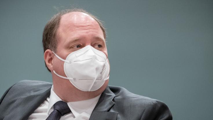 Helge Braun wirbt für die Corona-Impfung. (Foto)