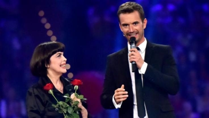 """Florian Silbereisen begrüßte bei """"150 Jahre Schlager"""" unter anderem auch Sängerin Mireille Mathieu. (Foto)"""