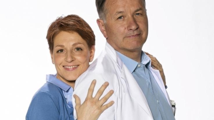 Über Jahrzehnte ein tolles Team: In aller Freundschaft Hendrikje Fitz (Rolle Pia Heilmann) und Thomas Rühmann (Rolle Dr. Roland Heilmann). (Foto)