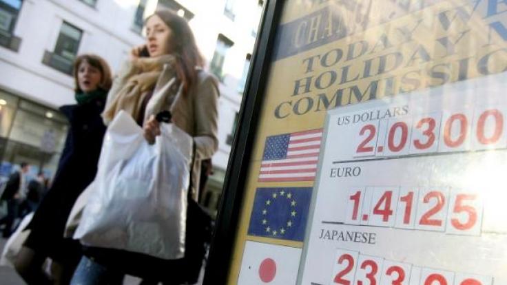 Beim Geldwechsel im Ausland zahlen Urlauber meist unnötig drauf. (Foto)