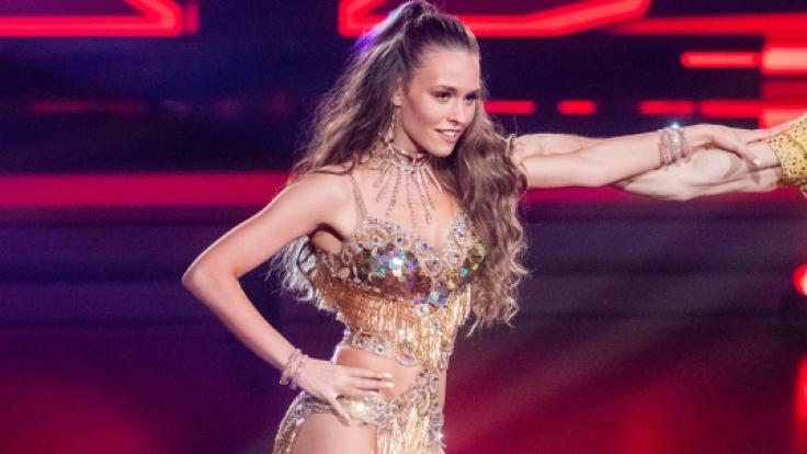 """Durch das harte """"Let's Dance""""-Training nimmt Laura Müller immer mehr ab. Ihre Fans sind besorgt. (Foto)"""