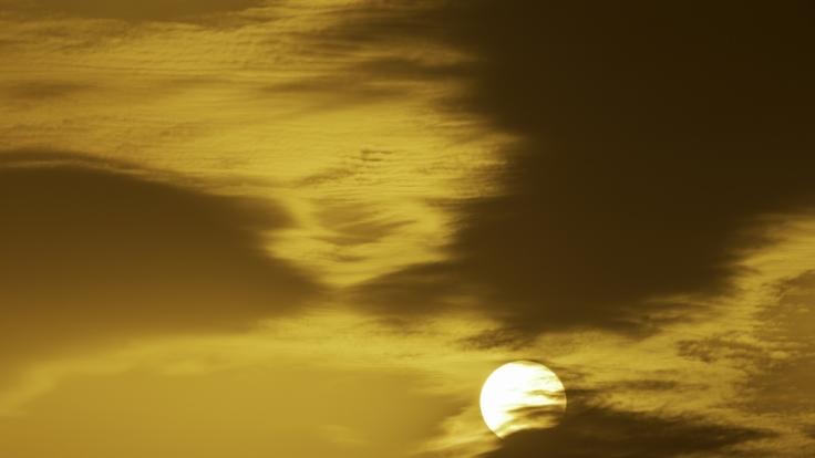 Warme Wüstenluft bringt Saharastaub am Wochenende nach Deutschland. (Foto)