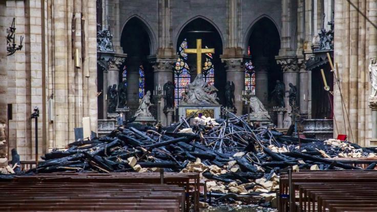 Ein Flammenmeer verwüstet die Kathedrale Notre-Dame. (Foto)