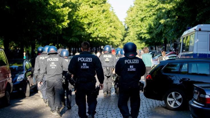 Mehrere Tausend Menschen demonstrierten in Berlin gegen die aktuellen Corona-Maßnahmen.