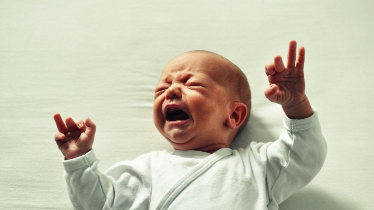 Ein junger Vater aus der Schweiz soll sein Baby aus Wut schwer im Genitalbereich verletzt haben (Symbolbild). (Foto)