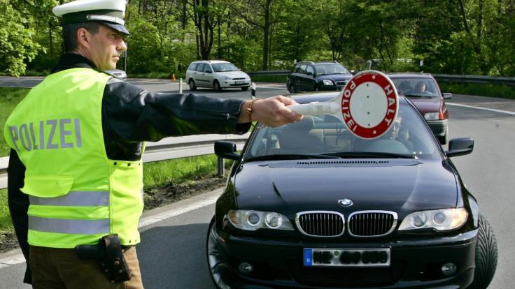 Schon vor Beginn des eigentlichen BMW-Treffens mussten zahlreiche Fahrzeuge aus dem Verkehr gezogen werden. (Symbolbild) (Foto)