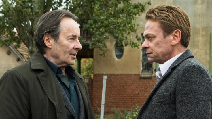 """Bei """"Ein Kommissar kehrt zurück"""" trifft Kovak (Uwe Kockisch, l.) auf seinen alten Rivalen Professor Adam (Sylvester Groth). (Foto)"""
